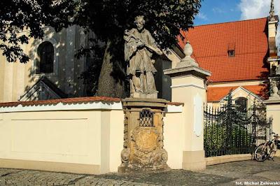 Pomnik św. Jana Nepomucena we Wrocławiu przy ul. Traugutta  przy kościele św. Maurycego