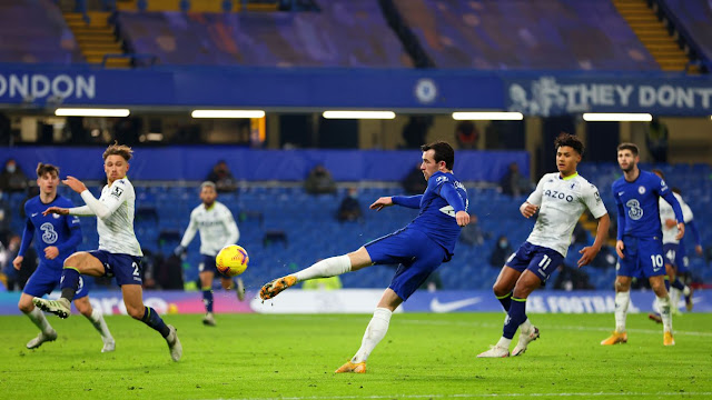 Ben Chiwell volleys wide during Chelsea 1-1 Aston Villa