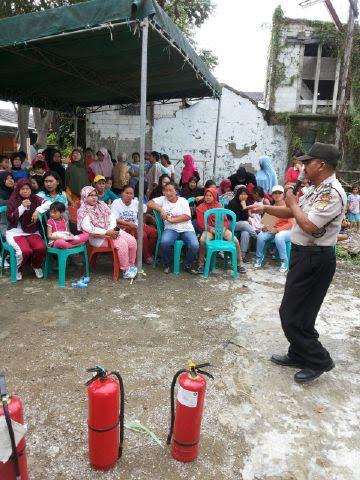 Polsek Babelan dan UPTD Pemadam Kebakaran SimulasiKan Penanggulangan Kebakaran