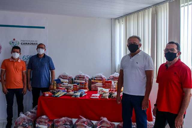 Prefeitura de Caraúbas distribui 10 toneladas de alimentos para famílias de baixa renda