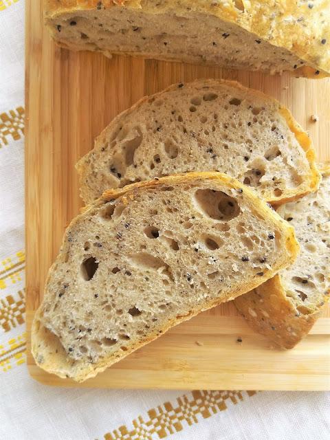 Włoski chleb z czarnuszką i ziołami (bez zagniatania) / No knead Italian Bread with Nigella Seeds and Herbs