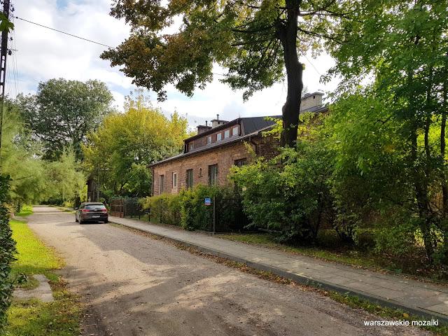 ulice Warszawa Warsaw architektura architecture przedwojenne domy Targówek Fabryczny sielsko drewniany dom drewniak