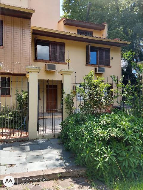 Casa a venda em Porto Alegre, bairro Boa Vista, com 04 pavimento, 03 andares, 04 dormitórios, semi mobiliada.