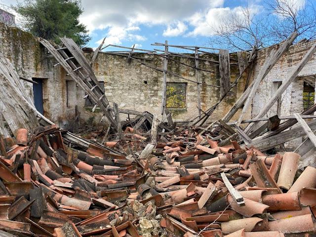 Πάνω από 9 χιλιάδες είναι τα ετοιμόρροπα κτίρια που δήλωσαν 112 δήμοι από όλη τη χώρα στο υπουργείο Περιβάλλοντος προκειμένου να κατεδαφιστούν.