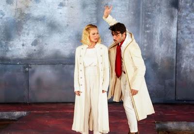 θεατρική παράσταση «Δον Ζουάν» στην Αθήνα 2019 Δον Ζουάν ο Νίκος Κουρής, και Ελβίρα η Ζέτα Μακρυπούλια