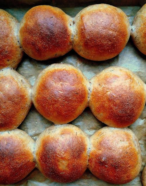 Bułeczki pszenno-orkiszowe z ziołami / Spelt and Wheat Rolls with Herbs