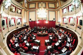 La alianza oficialista en la provincia de Buenos Aries se estaría quedando con 16 de las 23 bancas de senadores provinciales que se eligieron hoy en las elecciones generales, mejorando así los resultados de las primarias.