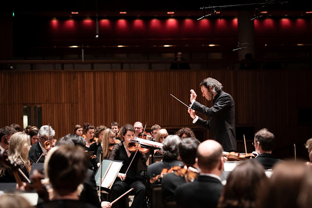 London Philharmonic Orchestra and Vladimir Jurowski (Photo Ben Ealovega)