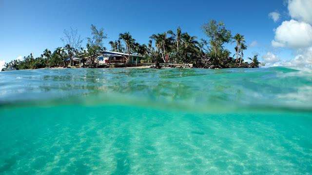 Underwater overwater picture