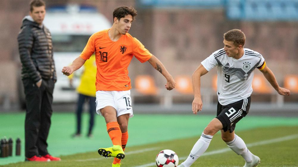 Barcelona snap up Dutch teen star Reis from Groningen