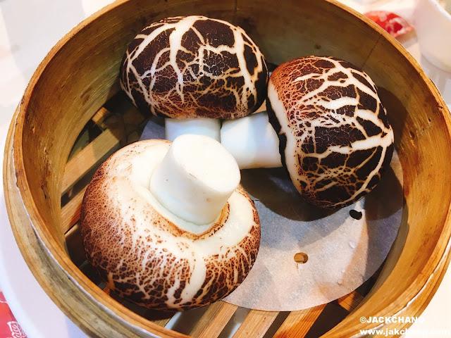 芝麻流沙菇菇包NT$120