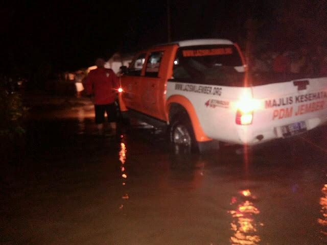 Lazismu Jember melakukan pemantauan dampak banjir di Kec. Balung - Jember