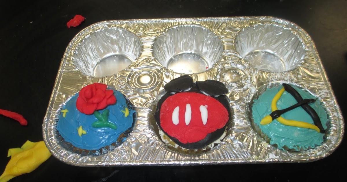 International Ivy Blog: Cake Decorating: Disney Style