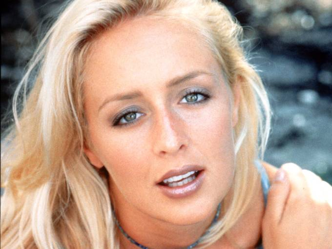 Country Singer Mindy McCready died at age 37