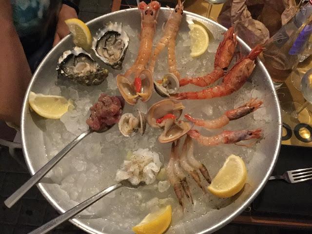 Restaurant Crudo seafood platter