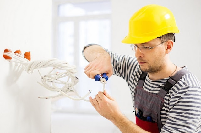 Circumstances When Immediate Assistance of An Electrician Is Required