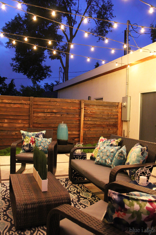 Outdoor style garden party outdoor tour blue i style - How to use lights to decorate your patio ...
