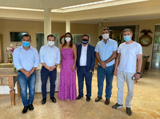 Flávia Arruda almoça com prefeitos do Entorno