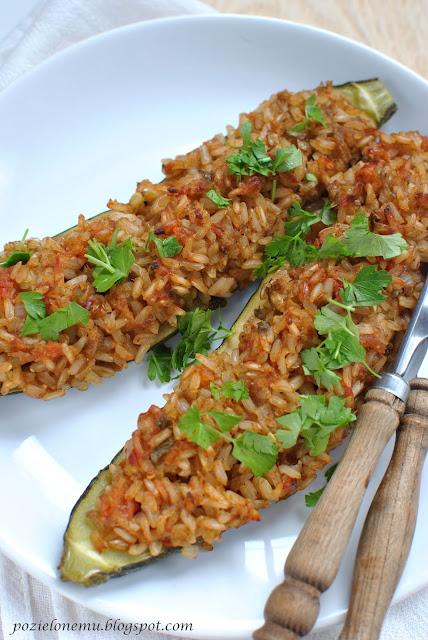 Cukinia faszerowana aromatycznym ryżem