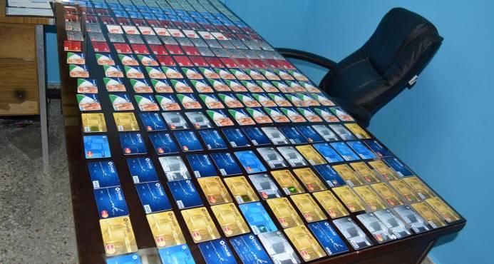 Policía desmantela laboratorio para clonar tarjetas de crédito
