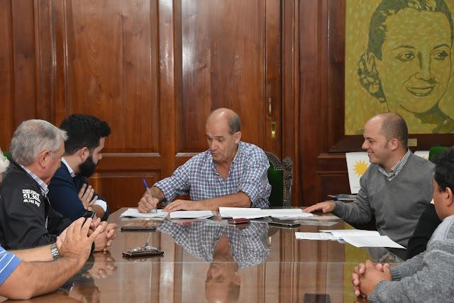 Pablo Zurro firmó un histórico Convenio Colectivo en beneficio del personal municipal de Pehuajó