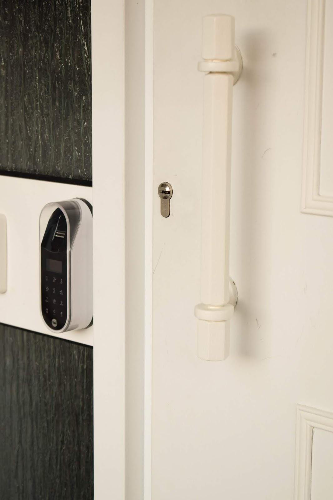 Yale Entr Smartlock: smartes Türschloss für Haustüre. Schliesssystem und intelligente Schliessloesung. Smart Home Ideen. Renovierung Tür, Eingang, Diele.