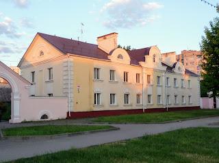 Лунинець. Площа Леніна, 5. Житловий будинок