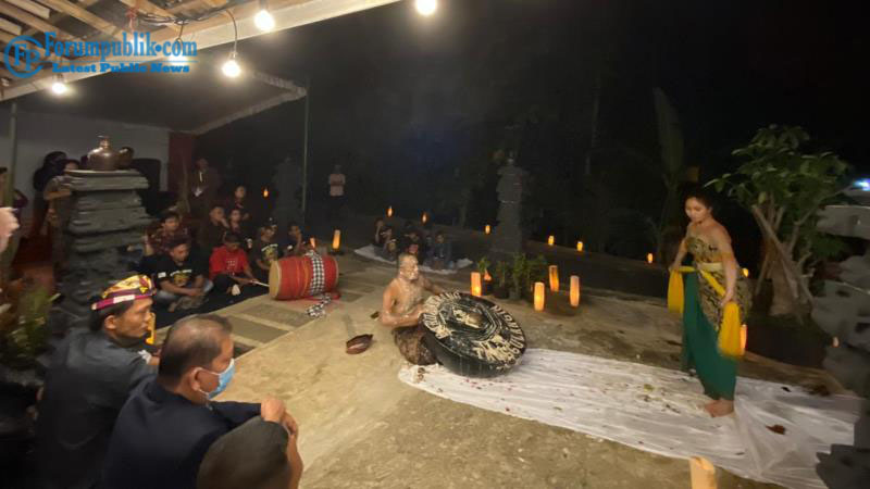 Kelompok Seni Barong Abang dan Alumni ISI Gelar Budaya Umbul Donga Usir COVID-19