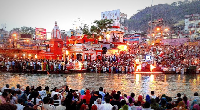 A special scene is the Ganga Aarti, the main dermal site of Hindus in Haridwar.