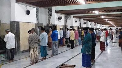Masjid Sunan Ampel Gelar Salat Idul Fitri, tapi Protokol Kesehatan Sangat Ketat
