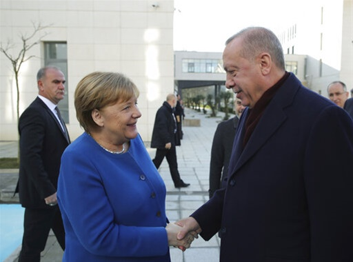 Ο ενθουσιασμός της Μέρκελ από το δώρο του Ερντογάν