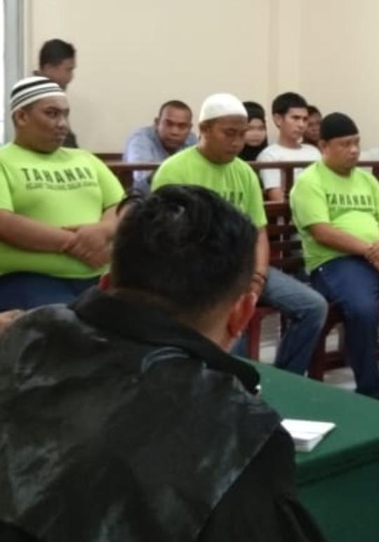 Ketiga terdakwa 19 kg sabu saat menjalani sidang di PN Tanjungbalai.
