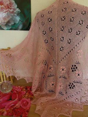 Roze shawls, roze sjaal, handgebreide roze sjaal.