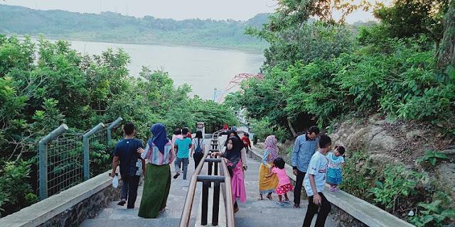Kisah Goa Kreo, Menurut Warga - jembatan menanjak