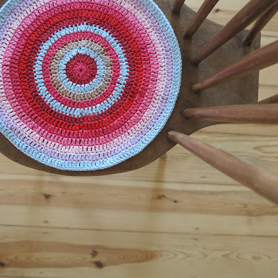 ByHaafner, crochet, circles, double crochet, bright colours, red