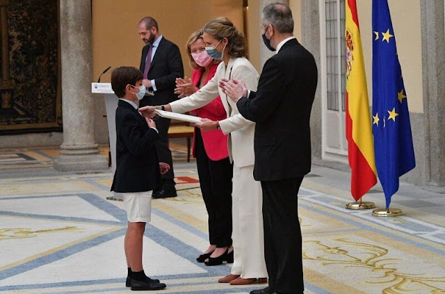 Infanta Elena attended the 30th edition of the Children and Youth Painting Contest for School Centers. The Infanta wore a cream blazer suit