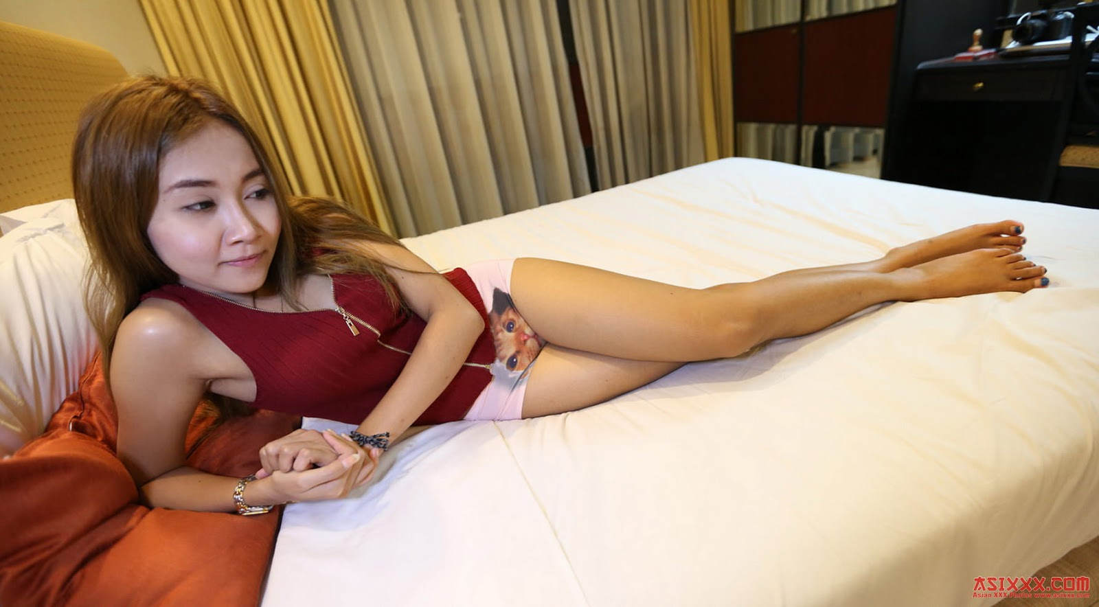 Foto bugil cewek cantik mulus tocil siap dientot diatas ranjang