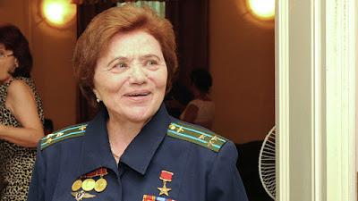 La legendaria piloto soviética y cazadora de OVNIs, Marina 'Madam MIG' Popovich, muere a los 86 años