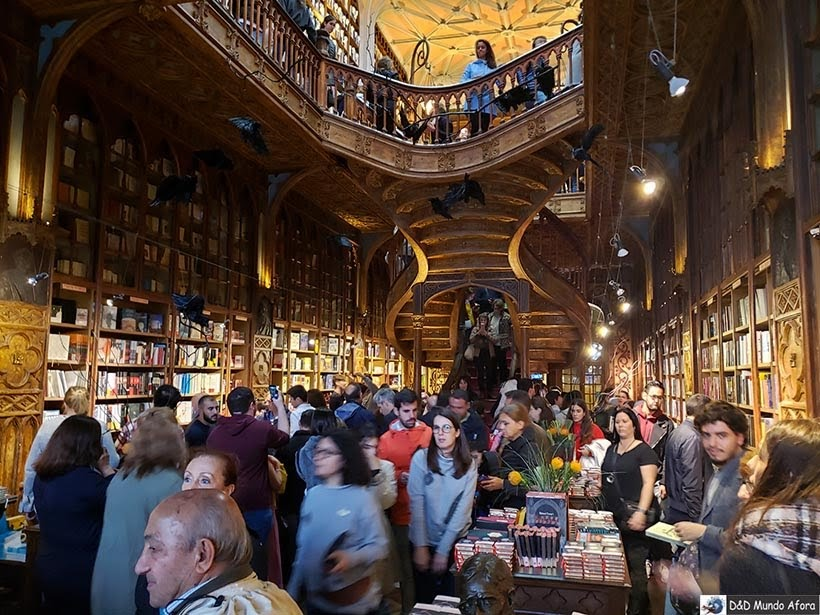 Interior da Livraria Lello - O que fazer no Porto, Portugal