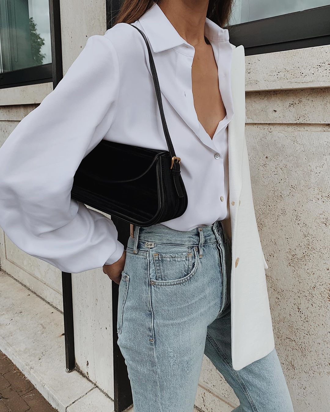 This Minimalist Denim Look Is Perfect for Fall — White Balloon Sleeve Shirt, '90s black Shoulder Bag, High-Waisted Jeans