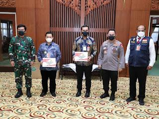 Panglima TNI Pimpin Rapat dengan Forkopimda Kalsel dan Cek Penggunaan Aplikasi Silac