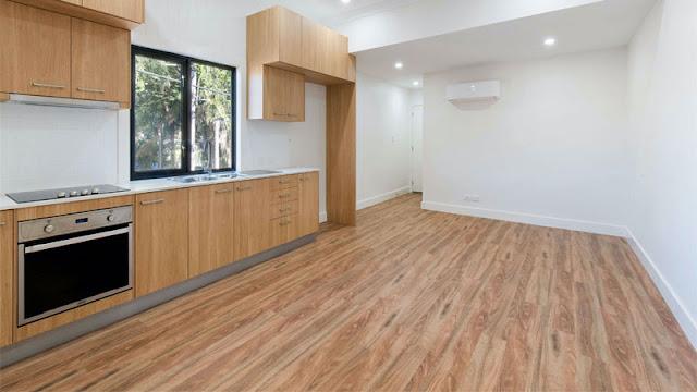 Desain rumah minimalis lantai vinyl motif kayu