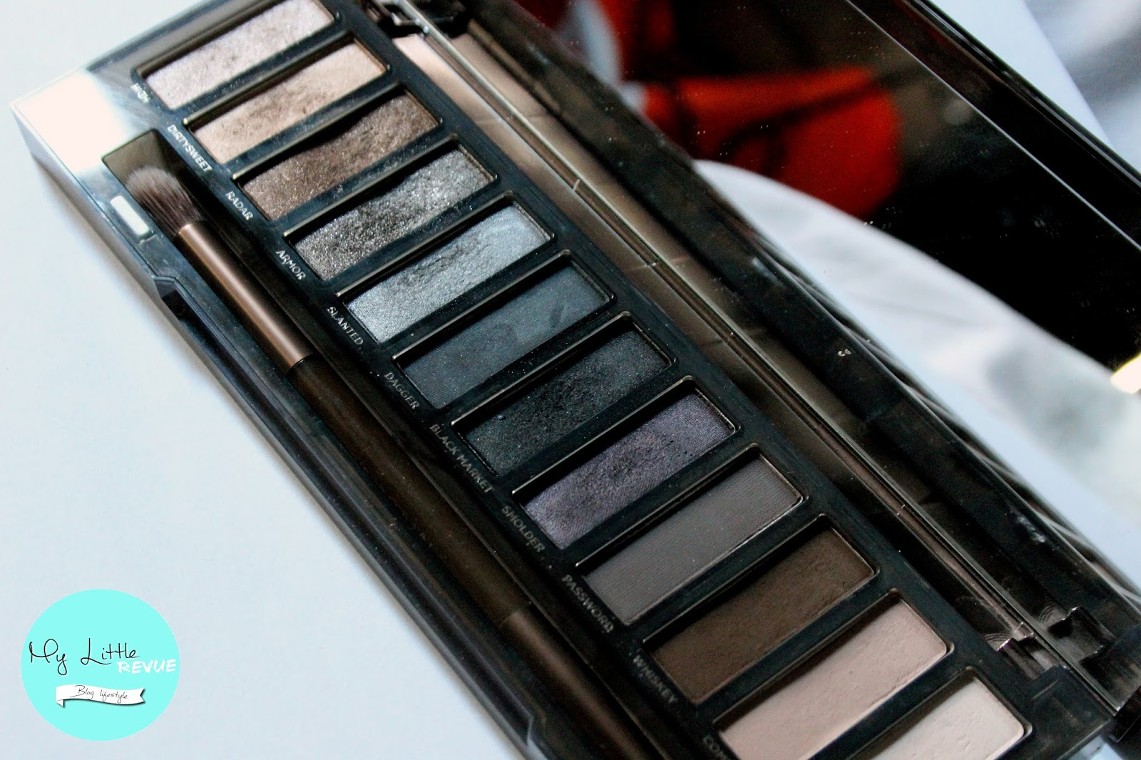 avis naked smoky urban decay