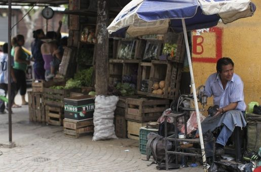 Ministra argentina admite alarmante subida de índice de pobreza