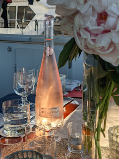 A boating life always includes a good rosé wine.