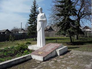 Перше Травня, Покровський р-н. Донецька обл. Братська могила
