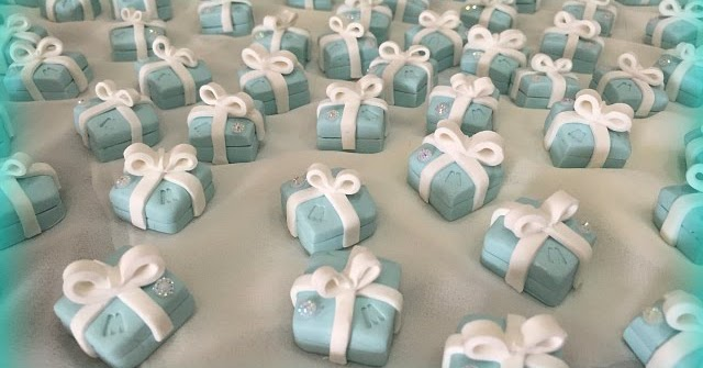Segnaposto Matrimonio Verde Tiffany.Un Dolce Bijoux Segnaposto Bomboniera Per Compleanno 18 Anni