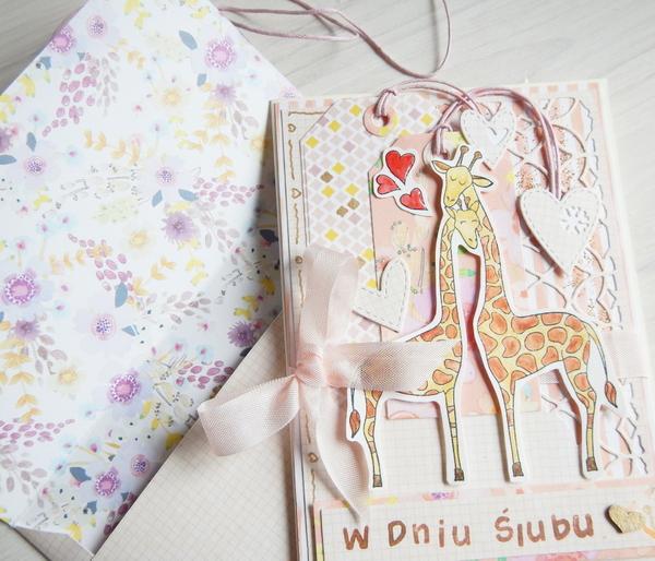 Zakochane żyrafy kolorowane kredkami akwarelowymi