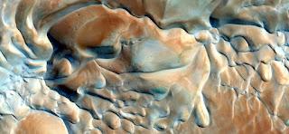 dunas surrealistas desde aire aérea sensual, sinuoso, color, arena calor, desierto,