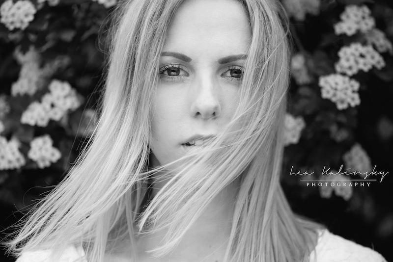 emotionales Portrait mit Wind in den Haaren